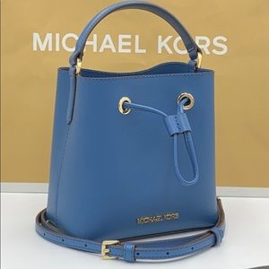 MICHAEL KORS SURI SMALL BUCKET XBODY DARK CHAMBRAY